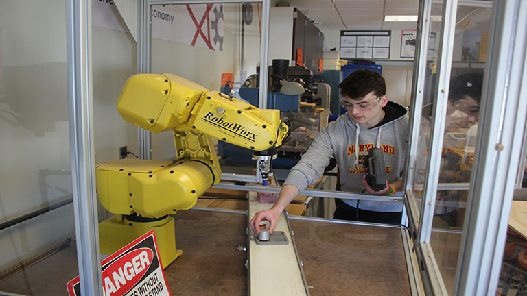 2019-7-Cazenovia-High-School-engineering-students-training-with-modern-manufacturing-equipment.jpg