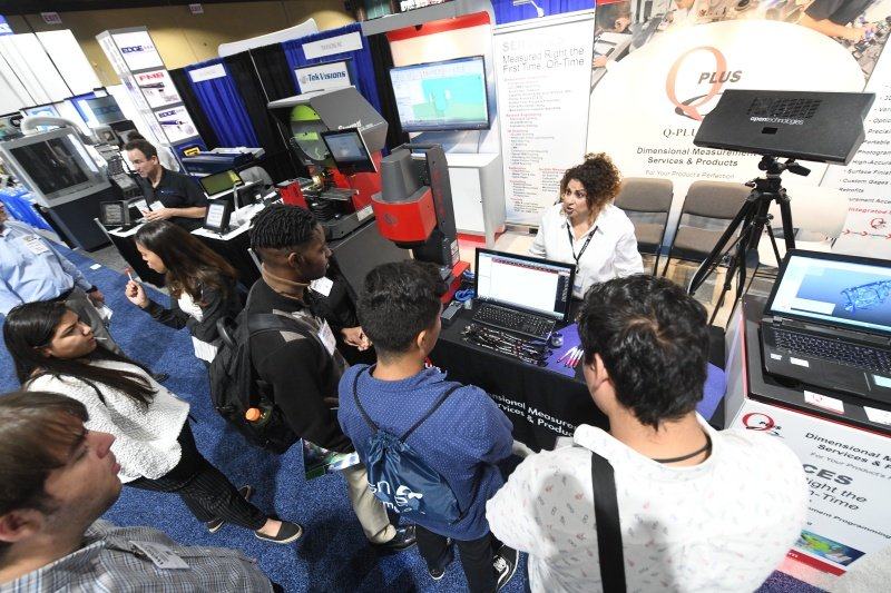 WESTEC 2019 - Students exploring industry 4.0 manufacturing technology.jpg